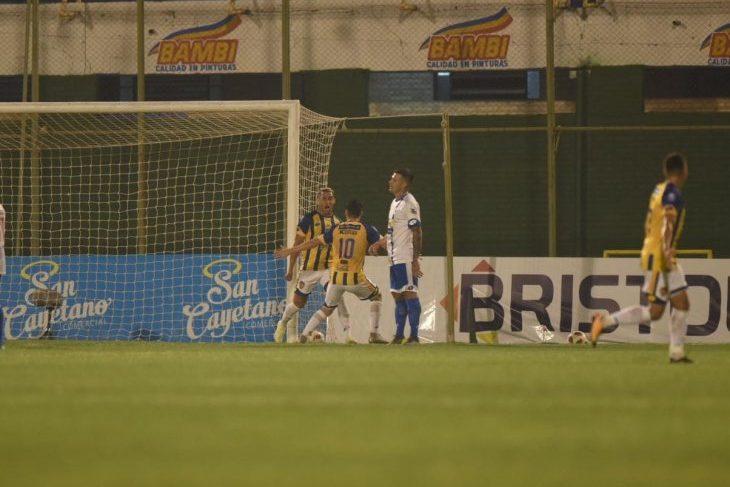Rorro López se despide de Luque con vital triunfo ante 12 de Octubre